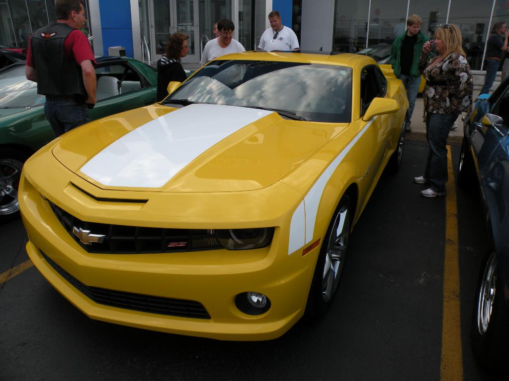 2010 Camaro Rs >> Yet to see a rally yellow with white stripes! - Camaro5 ...