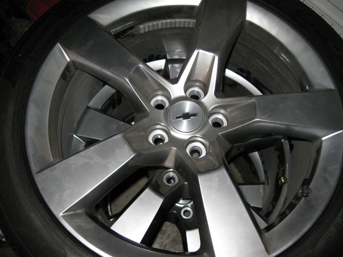 2011 rs tires and wheels camaro5 chevy camaro forum. Black Bedroom Furniture Sets. Home Design Ideas