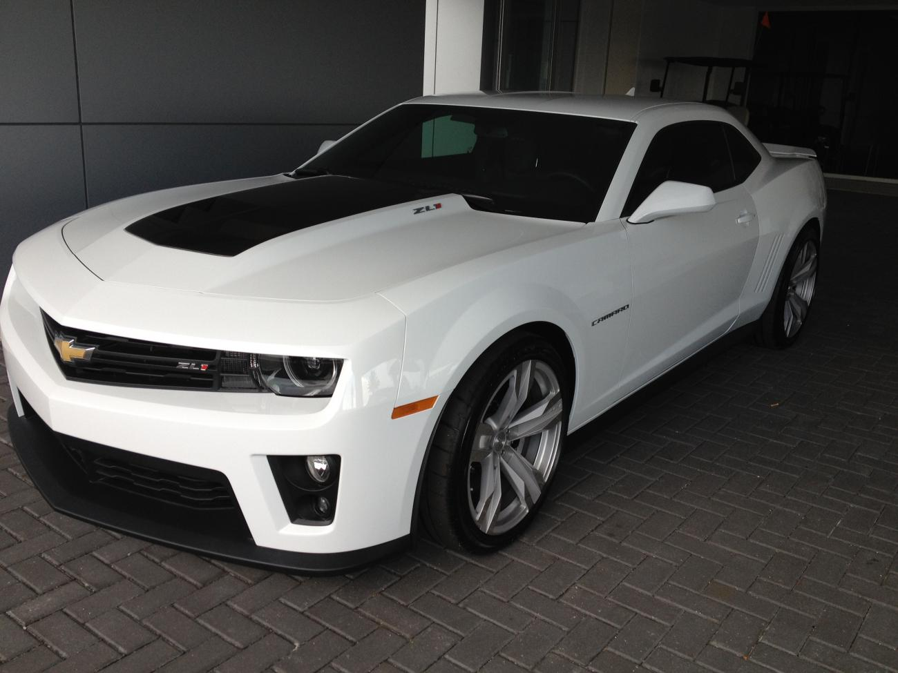 2013 white zl1 carbon fiber hood manual transmission 1600 miles for sale camaro5 chevy. Black Bedroom Furniture Sets. Home Design Ideas