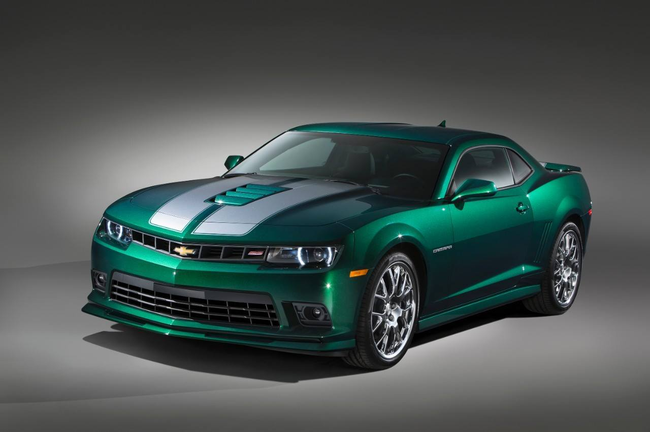 1st Glimpse 2015 Spring Special Camaro Sporting Emerald Green Metallic Paint Camaro5 Chevy