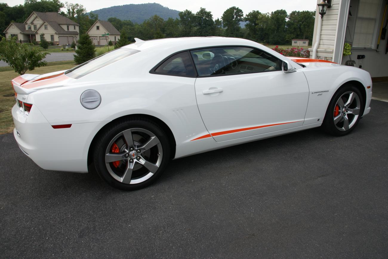 2010 camaro 2ss rs white orange hugger stripes camaro5. Black Bedroom Furniture Sets. Home Design Ideas