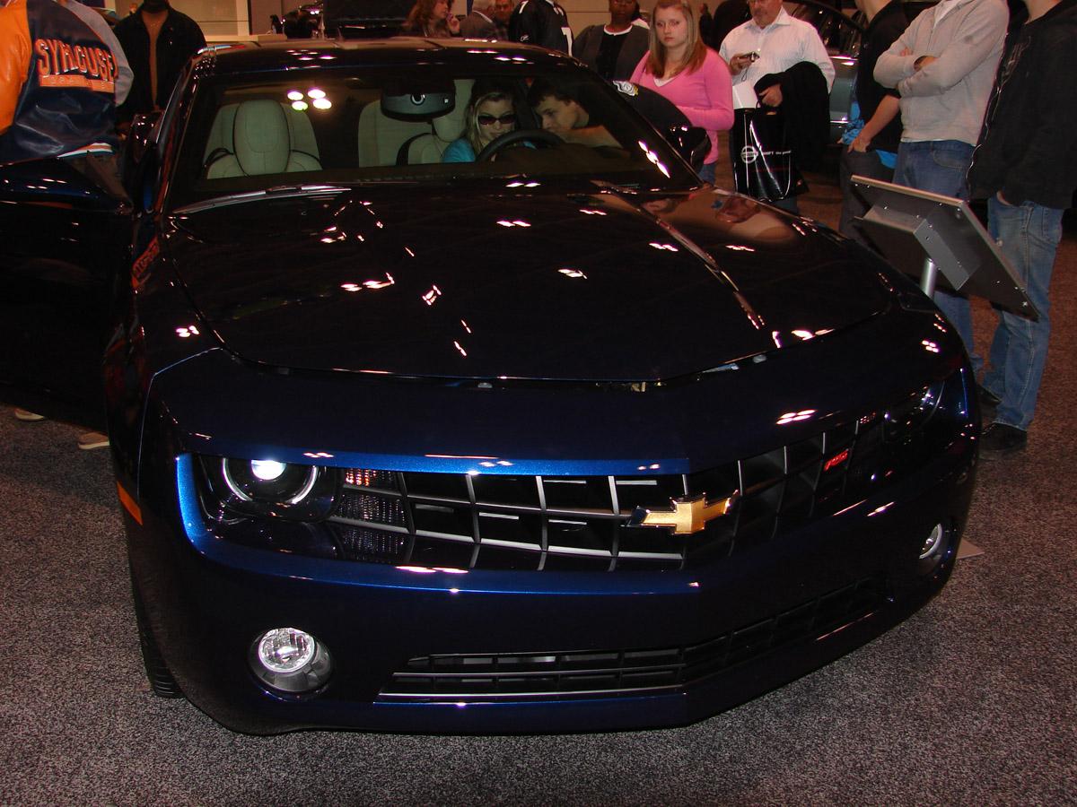 Imperial blue 2lt rs at va beach auto show camaro5 chevy for Imperial motors virginia beach va