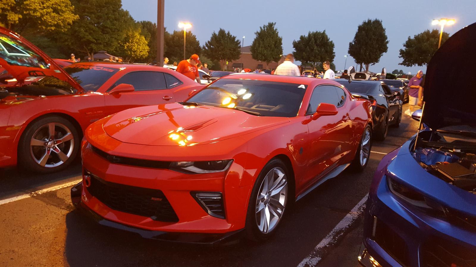 Name:  Fest parking lot party 006.jpg Views: 993 Size:  170.4 KB