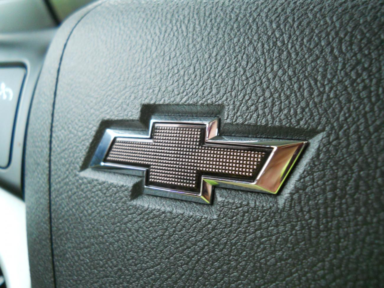 Painted Or Vinyled Steering Wheel Chevy Emblem And Ss Camaro5